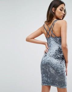 Облегающее платье мини из мятого бархата на бретельках с перекрестом на спине Club L - Синий