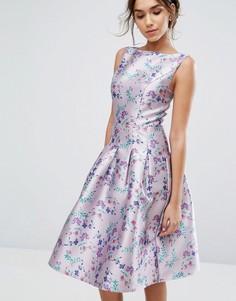 Платье миди с цветочным принтом и складками Chi Chi London - Мульти