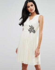 Платье для выпускного с декоративной отделкой Little Mistress - Кремовый