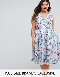 Платье для выпускного с цветочным принтом Chi Chi London Plus - Фиолетовый