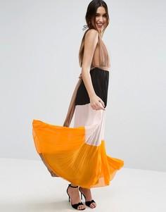 Плиссированное платье макси колор блок с глубоким вырезом ASOS - Мульти
