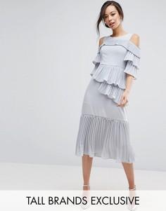 Платье миди с открытыми плечами и плиссированными оборками True Decadence Tall - Серый