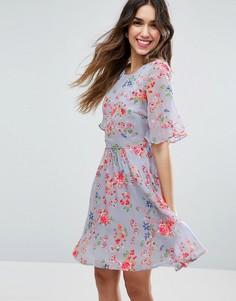 Короткое приталенное платье с цветочным принтом и вышивкой ASOS PREMIUM - Мульти