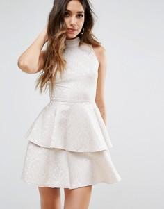 Короткое приталенное платье с оборкой PrettyLittleThing - Белый