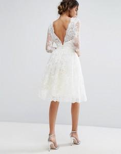 Кружевное платье миди с V-образным вырезом сзади Chi Chi London - Кремовый