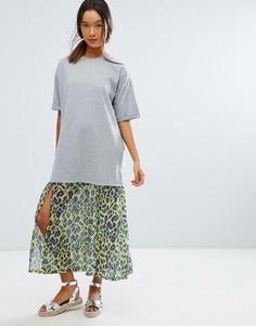Платье-футболка миди с леопардовым принтом и тканой вставкой по низу ASOS - Серый