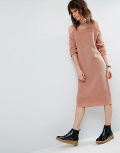 Вязаное платье миди с вырезами на плечах ASOS - Розовый