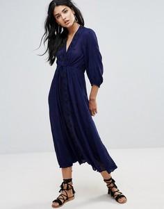 Платье миди с V-образным вырезом и вышивкой Free People - Синий