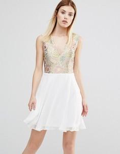 Платье с V‑образным вырезом спереди AX Paris - Золотой