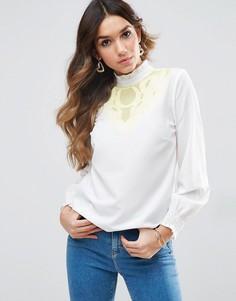 Блузка с контрастной вышивкой ASOS - Розовый