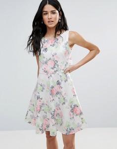 Короткое приталенное платье с цветочным принтом Zibi London - Розовый