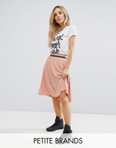 Расклешенная юбка плиссе с контрастным поясом Noisy May Petite - Розовый