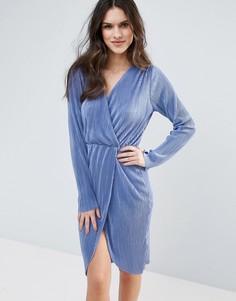Плиссированное платье миди с запахом Club L - Синий