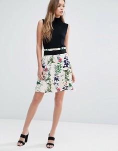 Короткая расклешенная юбка с цветочным принтом Vero Moda - Кремовый