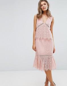 Кружевное платье миди с V-образным вырезом и оборками Foxiedox - Розовый