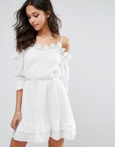 Платье мини с открытыми плечами Stevie May Fantasy - Белый