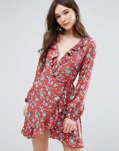 Платье с запахом и оборкой QED London - Красный