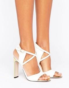 Босоножки с вырезами с золотистой пластиной в носочной части и золотистыми каблуками Paper Dolls - Белый