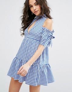 Платье в клеточку с вырезами на плечах Missguided - Синий