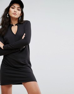 Легкое трикотажное платье с вырезом и металлическим кольцом Daisy Street - Черный