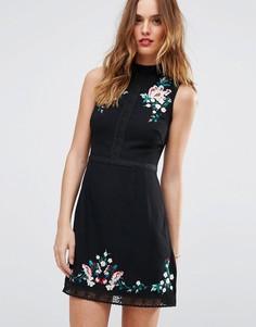 Платье-трапеция мини с высоким воротом и цветочной вышивкой Lipsy - Черный