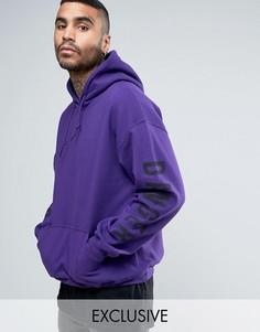 Oversize-худи фиолетового цвета с принтом на рукавах Reclaimed Vintage Inspired - Фиолетовый