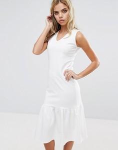 Платье миди с заниженной талией и оборкой по низу Boohoo - Кремовый