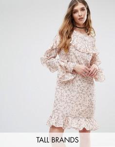 Платье с цветочным принтом и оборкой Glamorous Tall - Мульти