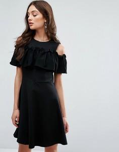 Платье с оборкой и вырезами на плечах Y.A.S - Черный