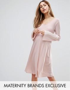 Цельнокройное платье с расклешенными рукавами Bluebelle Maternity - Розовый