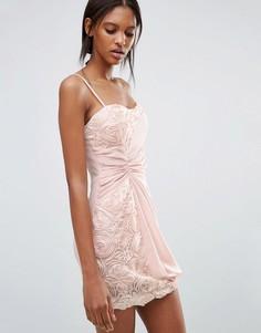 Платье с цветочной отделкой и сборкой сбоку Jasmine - Розовый
