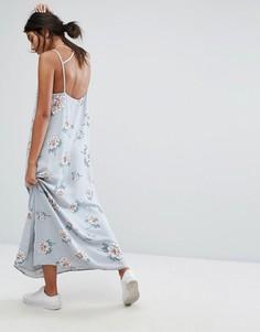 Платье макси с глубоким вырезом сзади и цветочным принтом J.O.A - Мульти J.O.A.