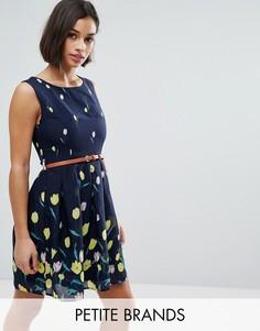 Короткое приталенное платье с принтом и поясом Yumi Petite - Темно-синий