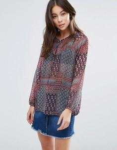 Блузка с принтом в стиле пэчворк Brave Soul - Серый