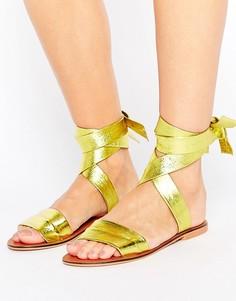 Кожаные сандалии с завязками на голени ASOS FAMOUS - Желтый