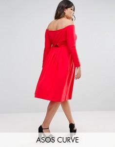 Платье миди с открытыми плечами, длинными рукавами и запахом ASOS CURVE - Красный