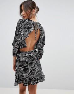 Платье мини с открытой спиной и оборками Unique 21 - Черный