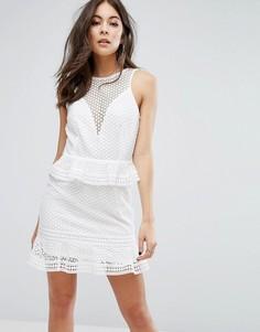 Кружевное ярусное платье PrettyLittleThing - Белый