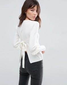 Джемпер с оборками на рукавах и открытой спиной ASOS - Белый