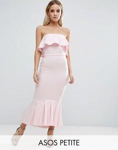 Платье миди с лифом-бандо и оборками ASOS PETITE - Розовый