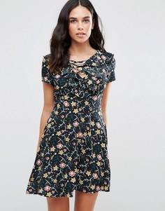 Чайное платье с цветочным принтом Influence - Черный