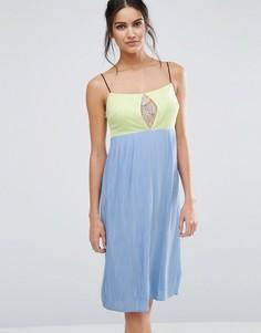 Платье миди в стиле колор блок Jovanna Lash Out - Синий Jovonna
