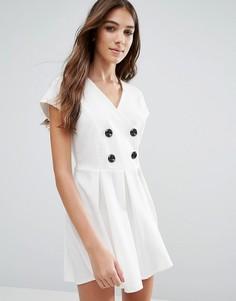 Короткое приталенное платье с пуговицами Wal G - Белый