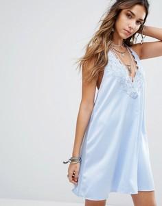 Свободное платье-халтер с кружевной вставкой и завязкой с кисточками Kiss The Sky - Синий