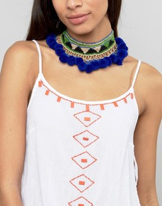Ожерелье-чокер с помпонами и вышивкой Glamorous - Синий