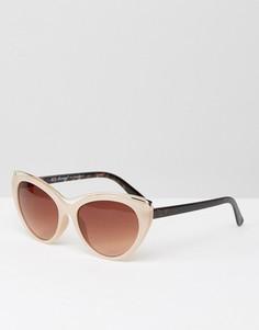 Солнцезащитные очки кошачий глаз в серо-коричневой оправе с металлической вставкой AJ Morgan - Бежевый