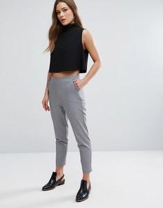 Узкие брюки с оборками на карманах New Look - Серый