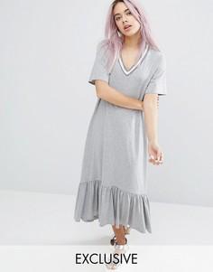 Платье с контрастной отделкой и оборкой по краю Monki - Серый
