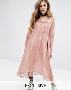 Полупрозрачное платье с аппликацией Reclaimed Vintage X Romeo And Juliet - Розовый