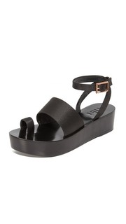 Атласные сандалии Janie на плоской платформе Tibi